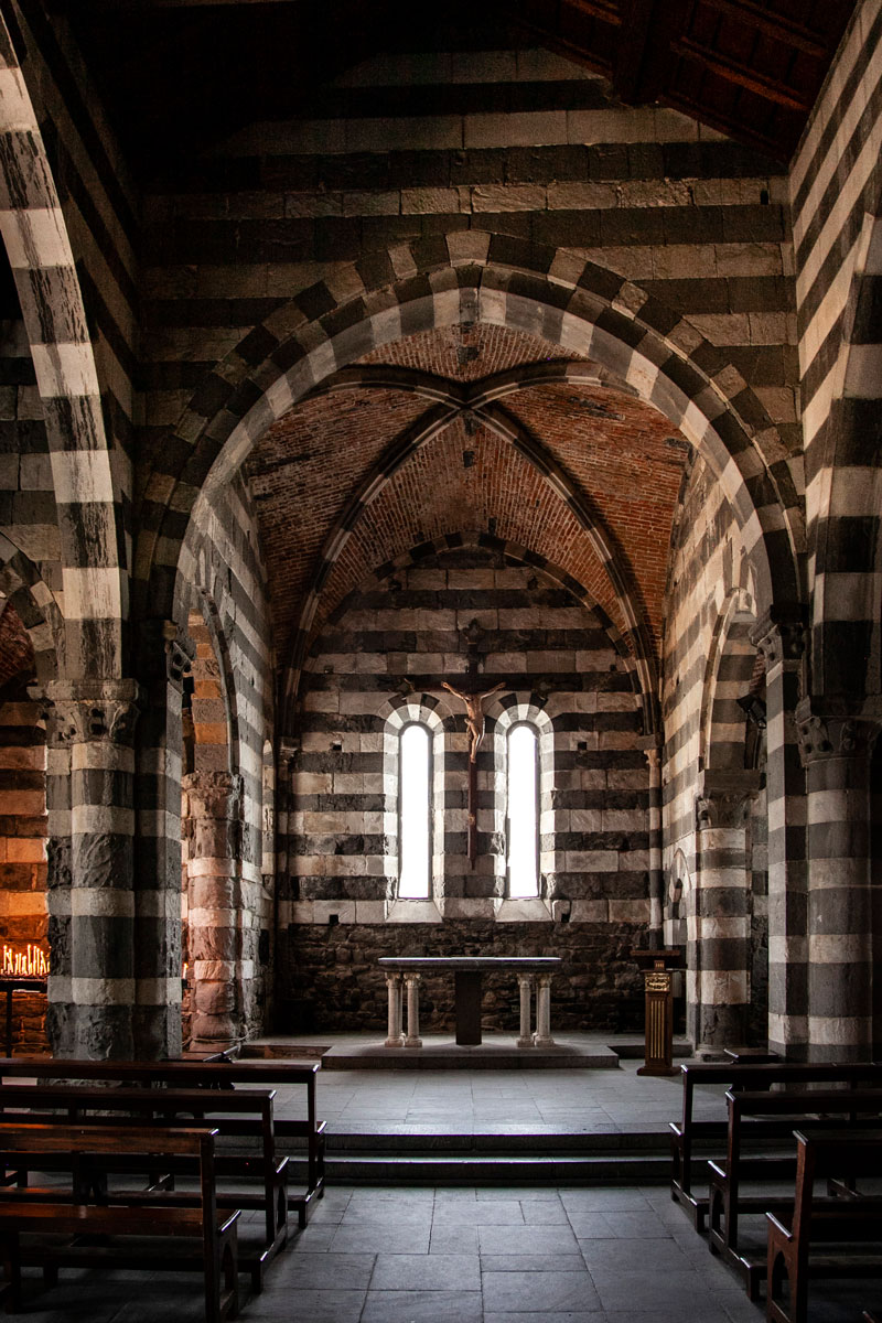 Interni della Chiesa di San Pietro - Portovenere Liguria
