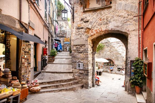 Porta del Borgo e Salita al Castello - Cosa Vedere a Portovenere