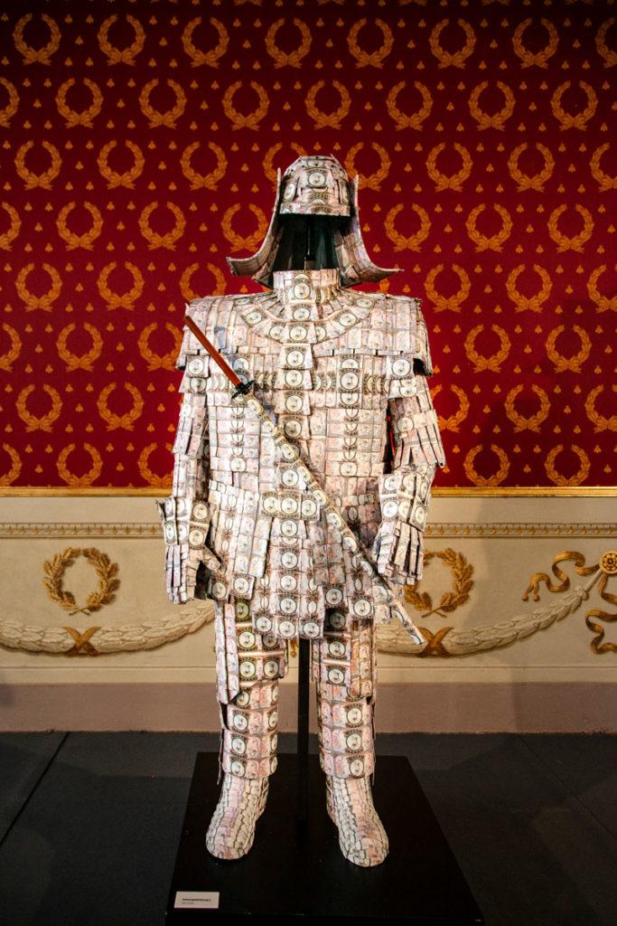 Oliver Czarnetta - Geistergeldrustung - Statua di Denaro