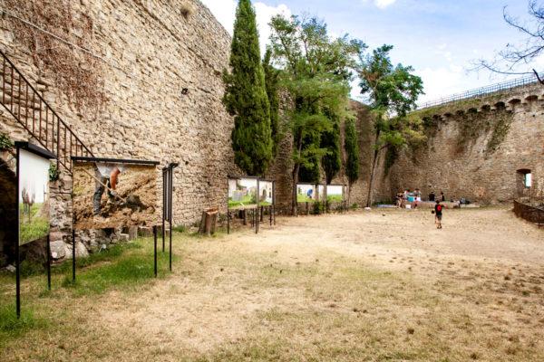 Simon Roberts nel cortile della Fortezza del Girifalco - Inizio