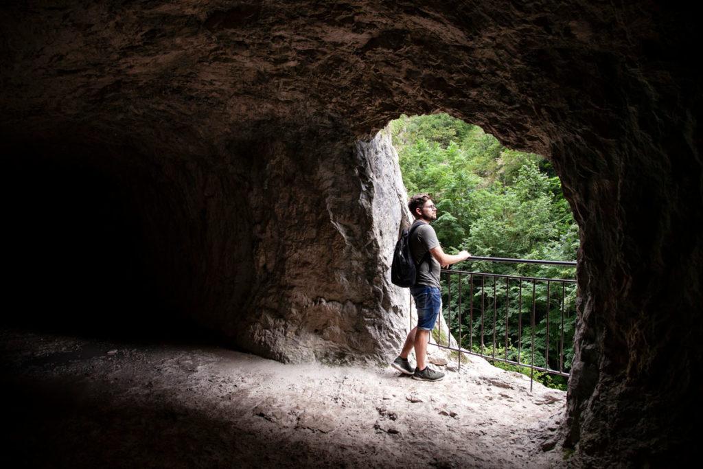 Affaccio nelle grotte della Montagna - Trekking Couloir Samson