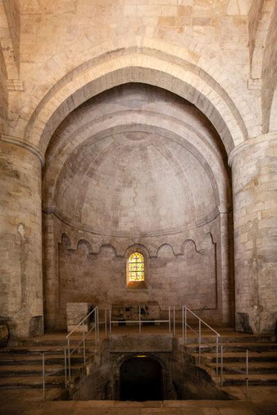 Altare e accesso alla cripta di Saint Honorat - Les Alyscamps di Arles Necropoli