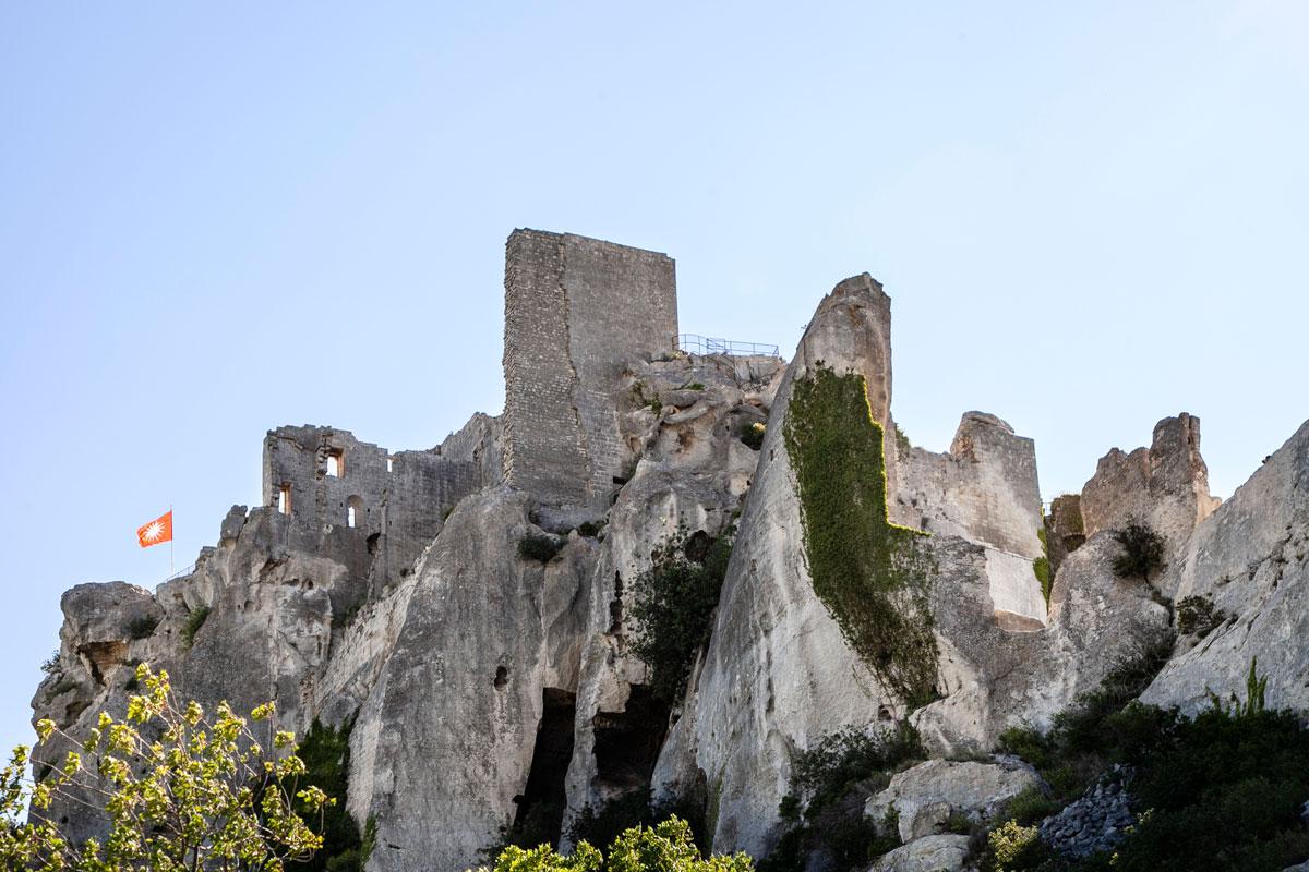 Bandiera e castello di Les Baux de Provence