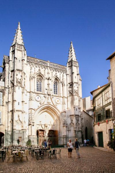 Basilica di San Pietro di Avignone in Place Saint Pierre
