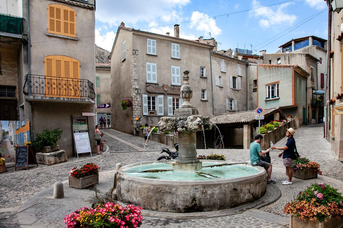 Borgo di Valensole - Place Thiers - Grande Fontana e Lavatoi Pubblici
