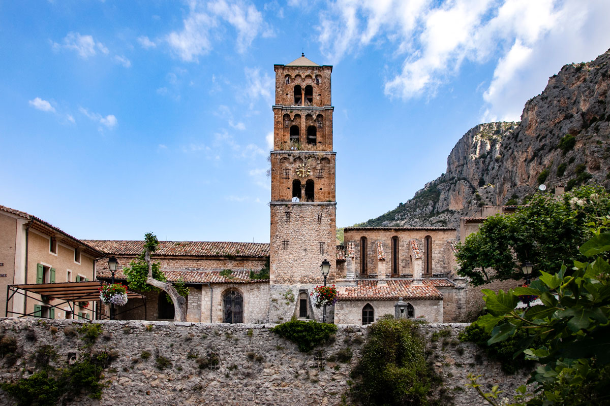 Campaniele e Chiesa di Notre Dame de l Assomption - Moustiers Sainte Marie