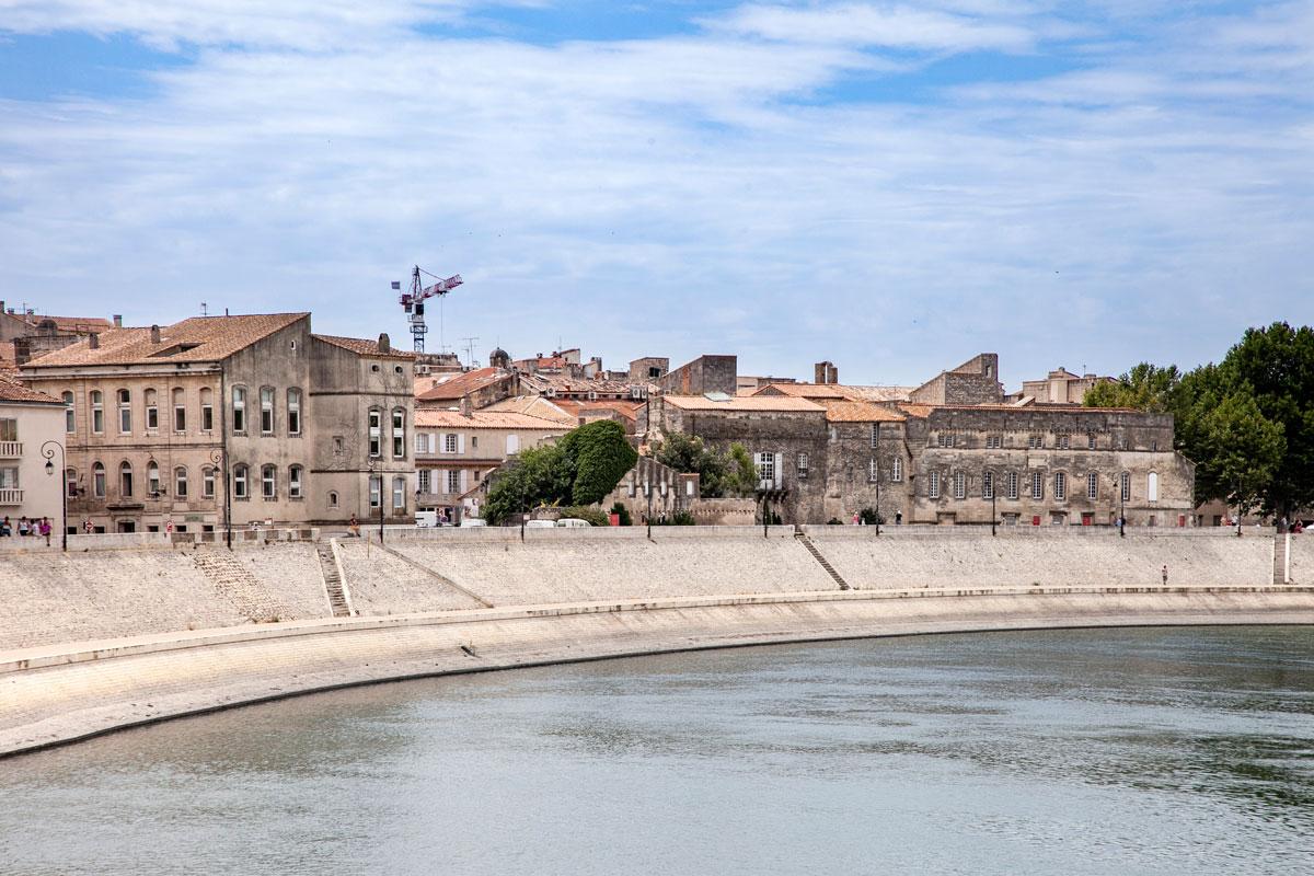 Centro storico di Arles visto dal lungofiume rodano