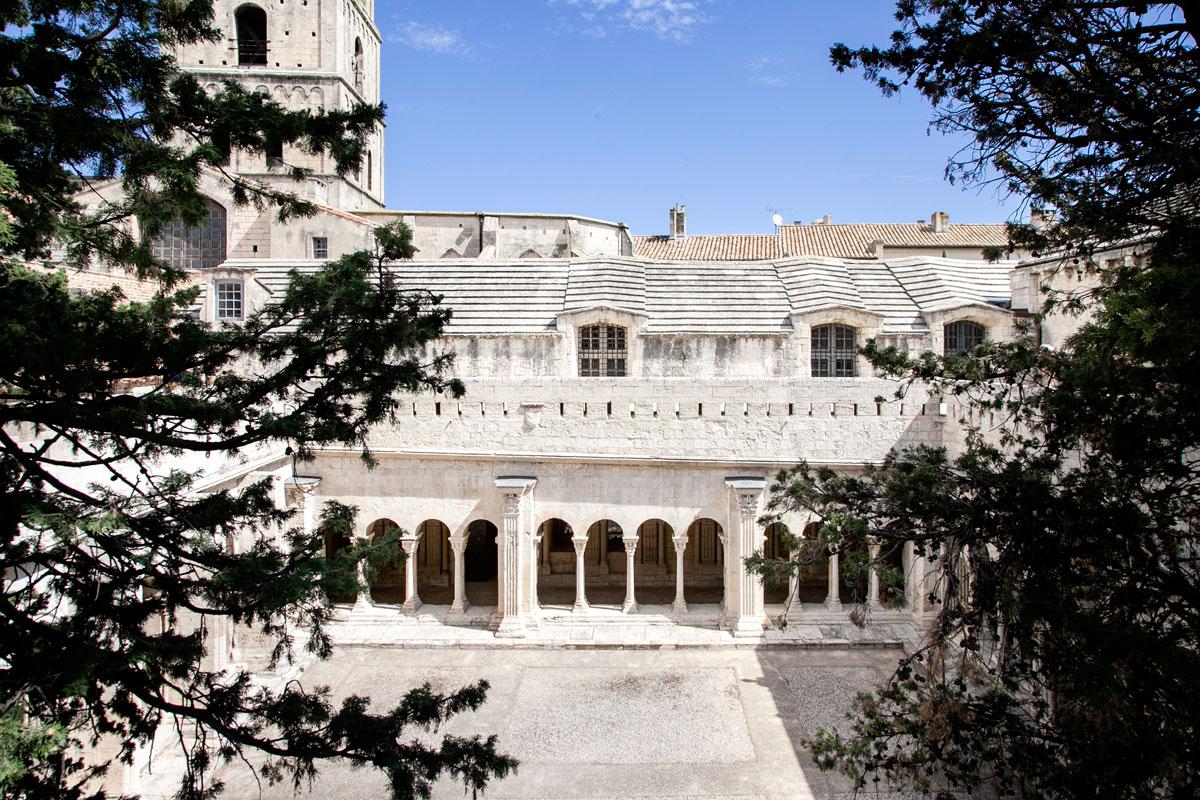 Chiostro della cattedrale di Arles visto dal primo piano