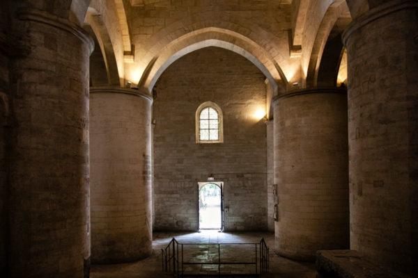 Colonne ed ingresso alla chiesa di Saint Honorat - Les Alyscamps