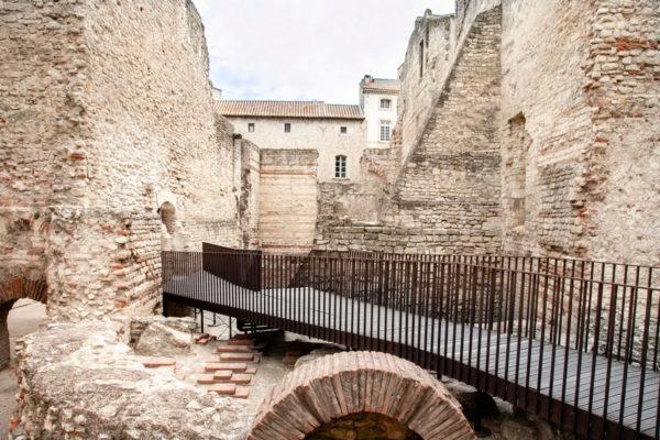 Dentro i resti delle terme di Costantino sul fiume Rodano - Arles