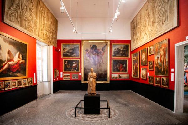 Dipinti dentro al museo reattu - Arles