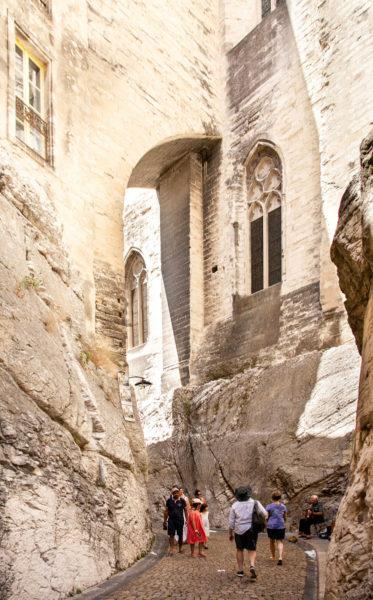 Esterno di Palazzo dei Papi - vicoli di Avignone
