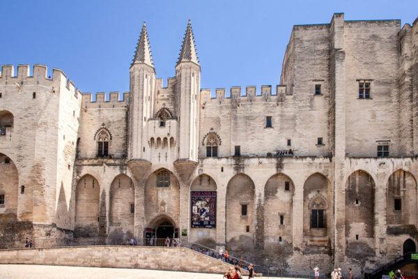 Facciata Esterna di Palazzo di Papi ad Avignone