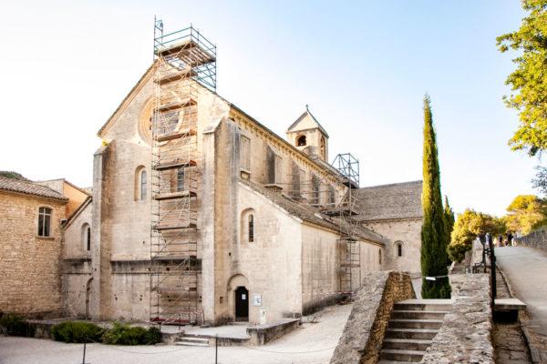 Facciata esterna della chiesa dell'abbazia di Sénanque