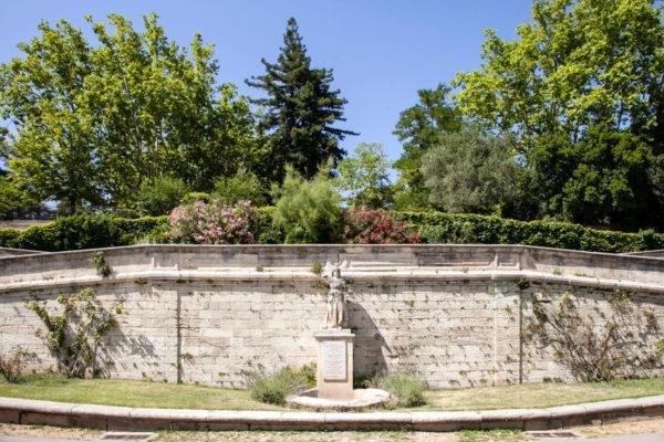 Fiori e verde in centro ad Avignone - Parco Rocher des Doms