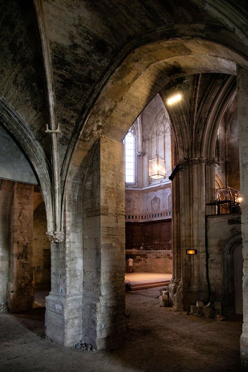 Gli interni della chiesa Abbandonata dei Celestini