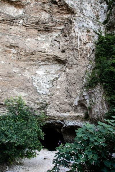 Grotta con la sorgente del fiume Sorgue