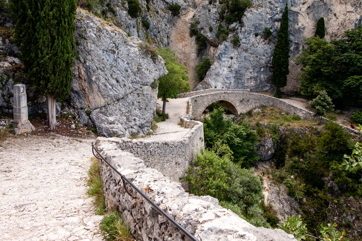 Il Ponte e il percorso dei pellegrini verso Notre Dame de Beauvoir - 200 scalini