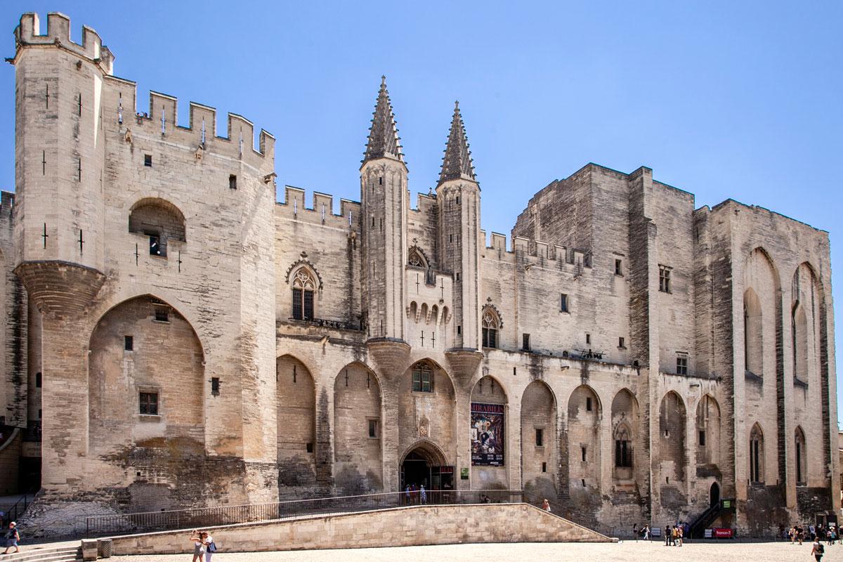 Il mastodontico palazzo dei Papi di Avignone - Esterno