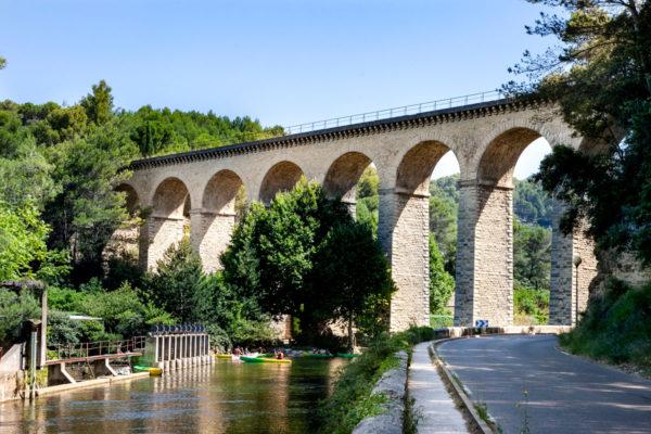 Il ponte sul fiume Sorgue