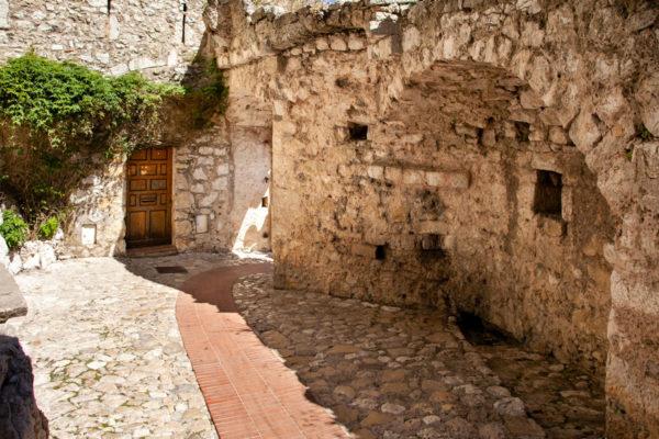 Ingresso di Eze Village - Il bellissimo borgo della Costa Azzurra - sud della Francia