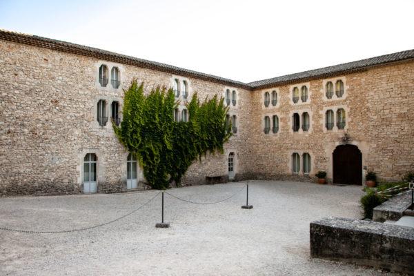 Interni dell'abbazia - il dormitorio dei monaci cistercensi e il chiostro