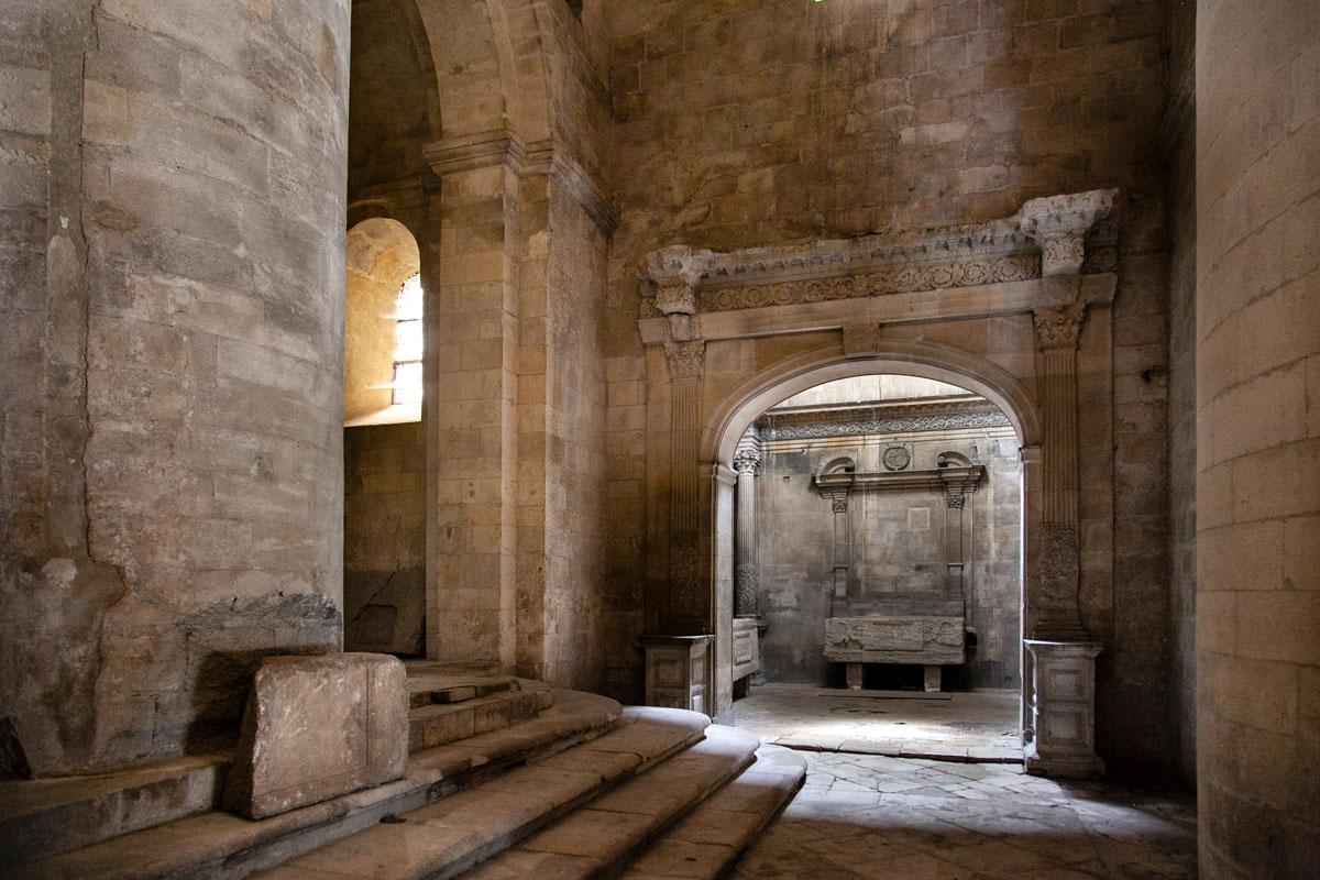 Interni della chiesa abbandonata di Saint Honorat - Cosa vedere ad Arles
