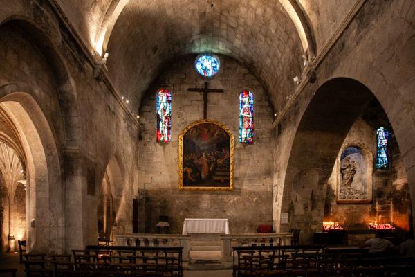 Interni della chiesa di Saint Vincent - Les Baux de Provence