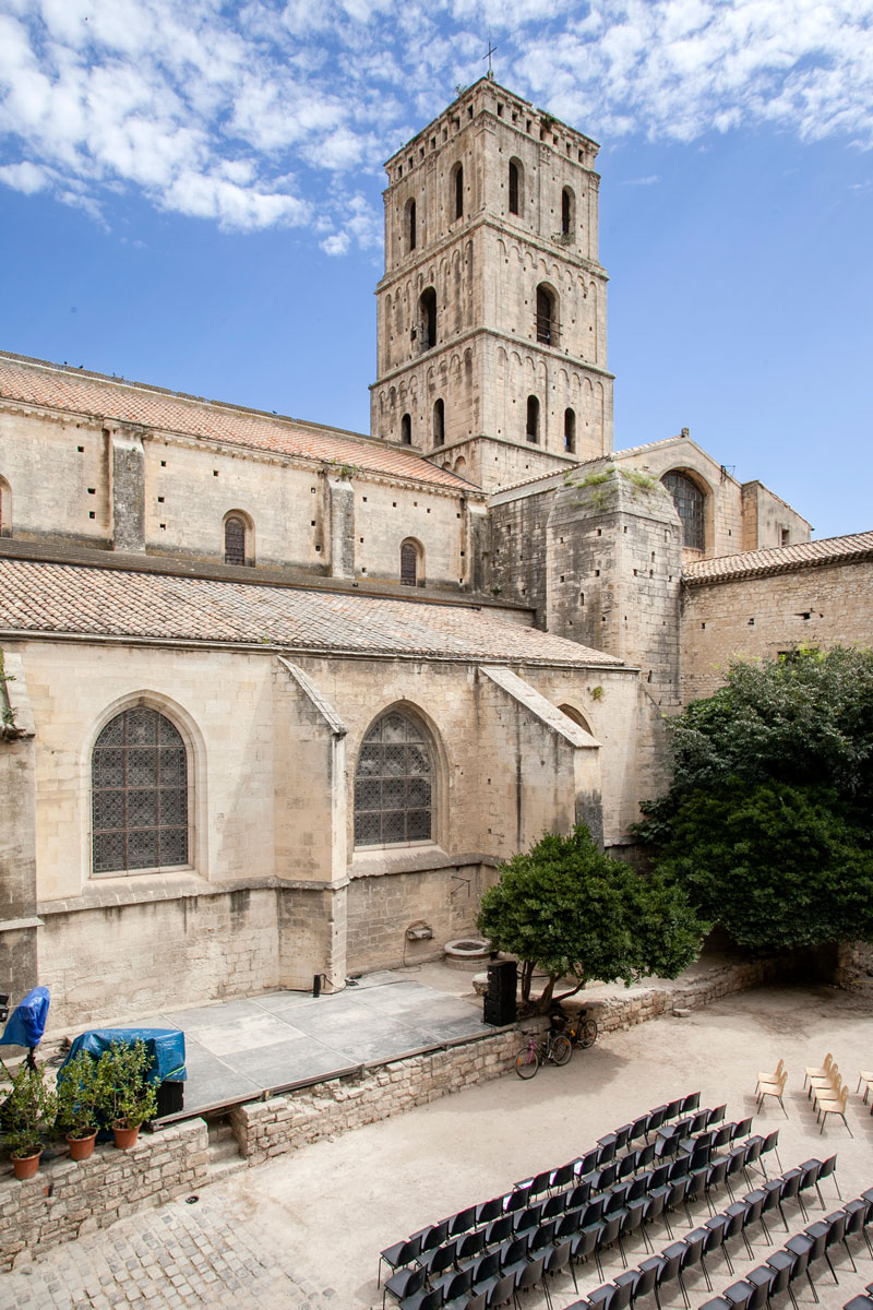 La cattedrale di Saint Trophime vista dal chiostro - Arles