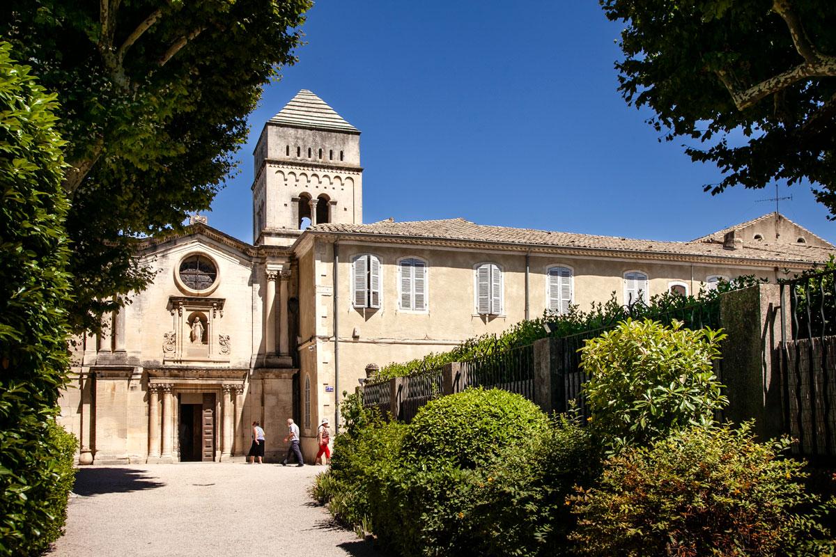 La chiesa e le stanze del manicomio di Saint Paul de Mausole