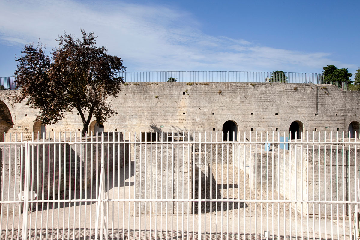 Le nuove mura del teatro antico