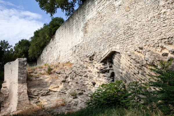 Mura cittadine di Arles nella parte orientale del centro storico