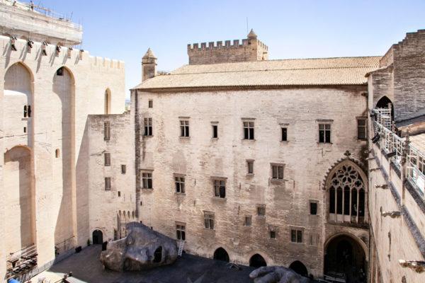 Palazzo dei Papi allestito per il festival di Avignone