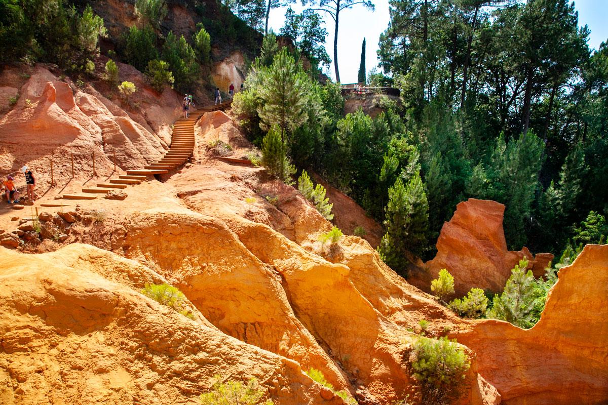 Passeggiata dentro alle cave di ocra a Roussillon - Cosa fare in Provenza