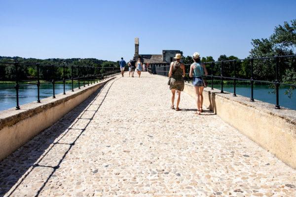 Passeggiata sul ponte di Saint Benezet fino a metà fiume - Cosa fare ad Avignone