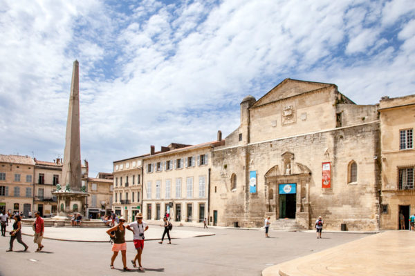 Place de la République e obelisco egizio e chiesa di Sant'Anna - Arles