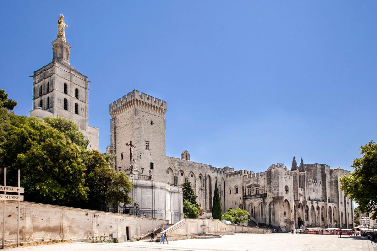 Place du Palais di Avignone Chiesa di Notre Dame e Palazzo dei papi