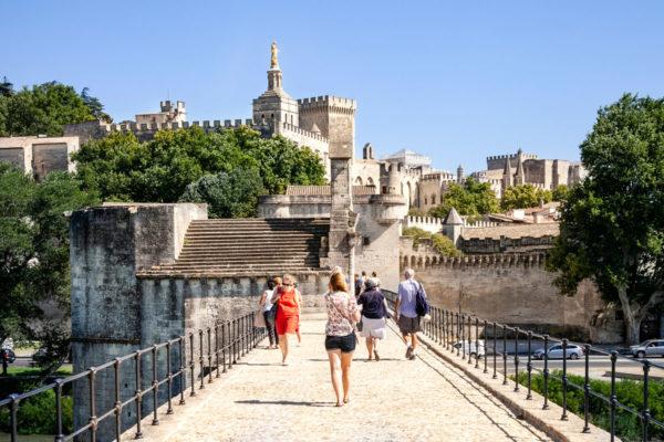 Ponte di Avignone con sullo sfondo il centro storico