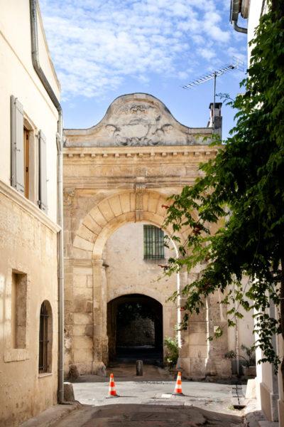 Porta cittadina nelle mura di Arles