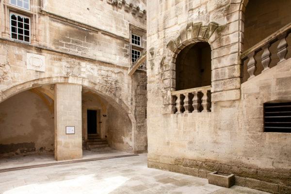 Scalinate e porticati al museo Reattu