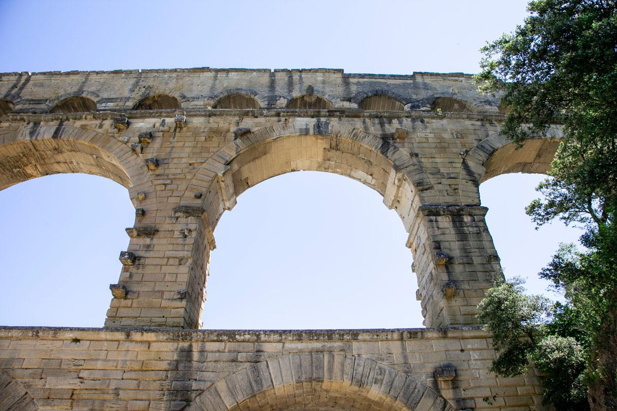 Sotto gli Archi del Pont du Gard - Francia del Sud