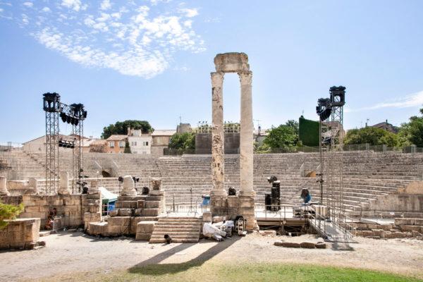 Vecchie colonne della struttura originaria del Theatre Antique