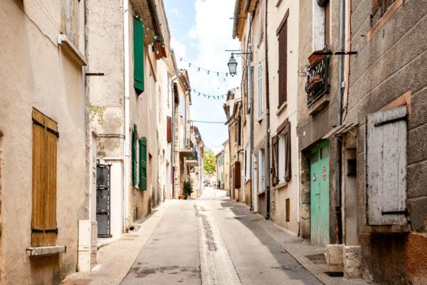 Vicoli del centro storico di Valensole - un borgo che vive sulla lavanda