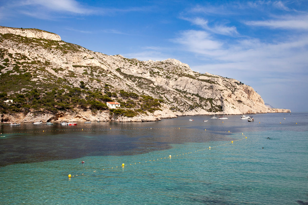 Acqua fresca e trasparente nel parco naturale dei calanchi di Marsiglia