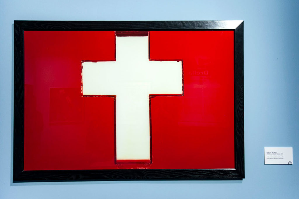 Andres Serrano - Milk Cross - Latte e Sangue