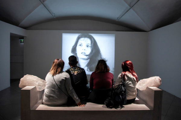 Art must be beautiful - Artist must be beautiful - Marina Abramović protesta contro la bellezza nell'arte