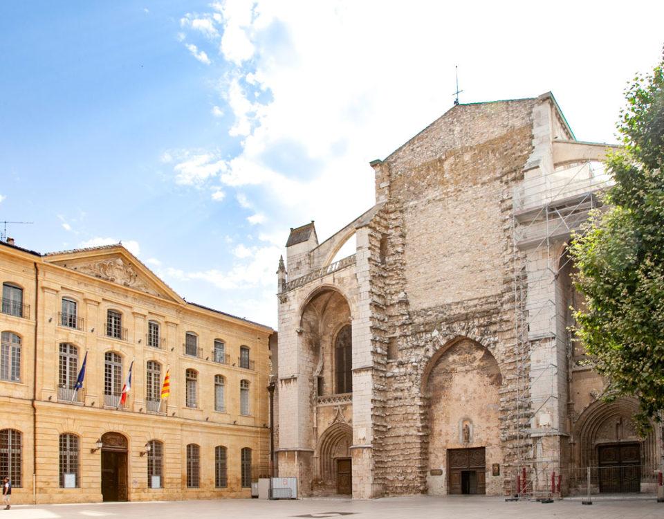 Basilica di Saint Maximin La Sainte Baume e hotel de Ville