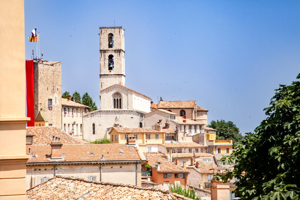 Centro storico di Grasse e la Cathédrale Notre Dame du Puy