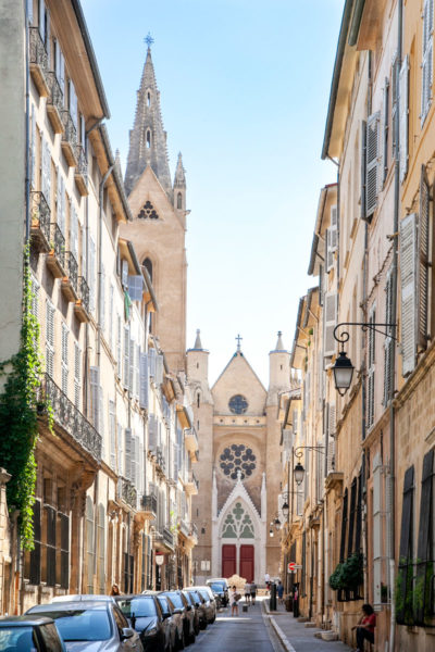 Chiesa di Saint Jean de Malte in mezzo ai palazzi - quartiere Mazarin
