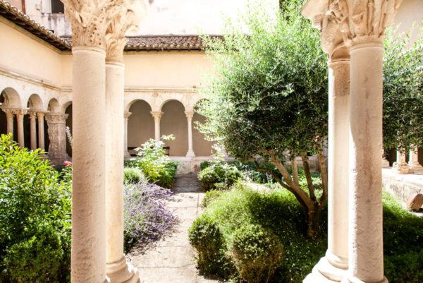 Chiostro interno del duomo di Aix en Provence